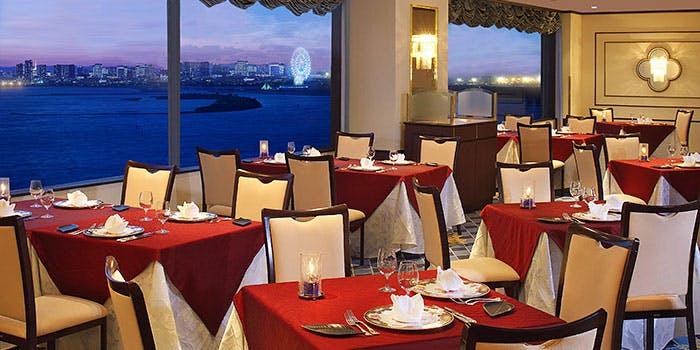 記念日におすすめのレストラン・スカイレストラン サンセット/東京ベイ舞浜ホテル ファーストリゾートの写真1