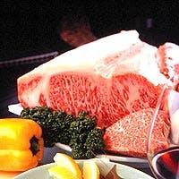 世界に誇る神戸ビーフと海の幸をお客様の目の前で調理いたします。