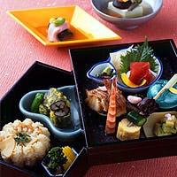 四季折々の京都を彷彿とさせる料理の数々。いつもとは違う特別な時間をはんなり過ごす。