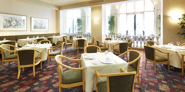 記念日におすすめのレストラン・レストラン フォンタナ/ホテルオークラ東京ベイの写真1