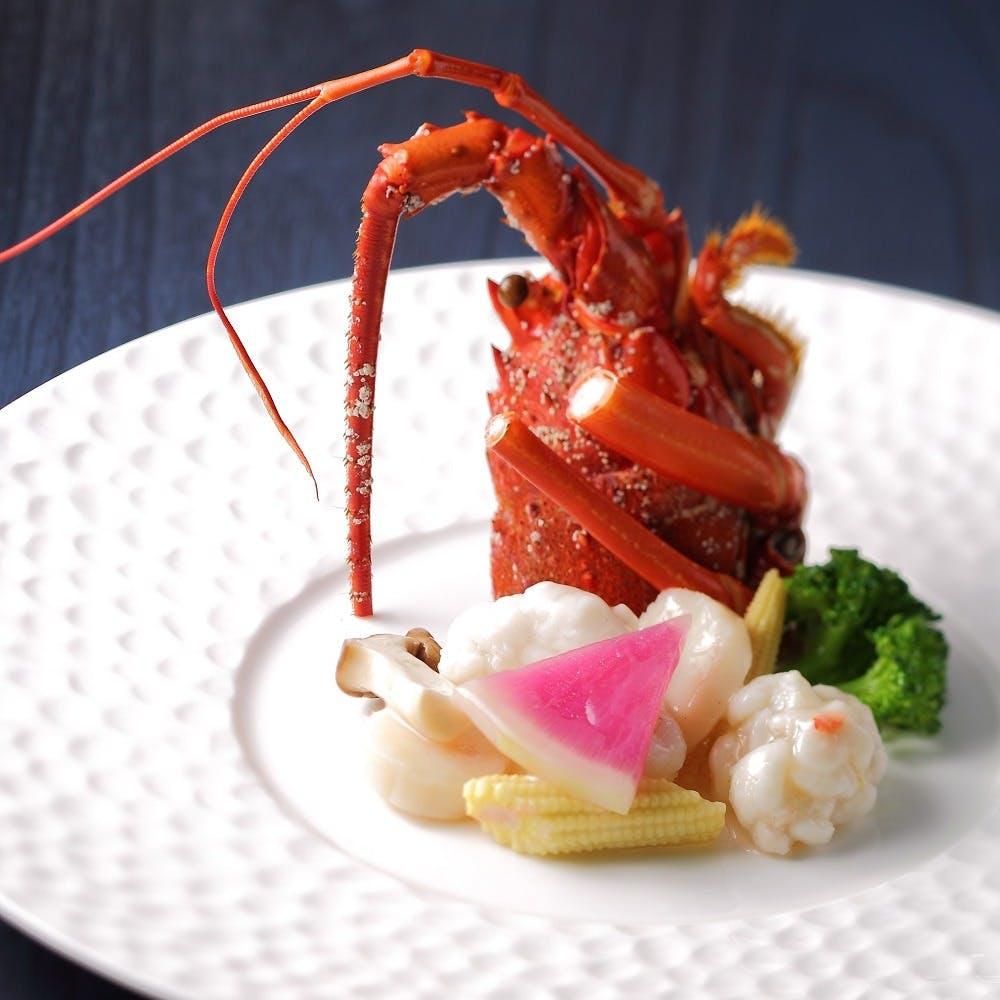 最上階の素晴らしい眺望とともに本格的な広東料理をご賞味ください