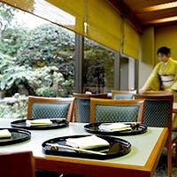 日本情緒漂う庭園を眺めながら