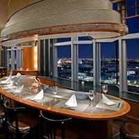 ホテル最上階からの美しい景色とともに楽しむ鉄板焼き