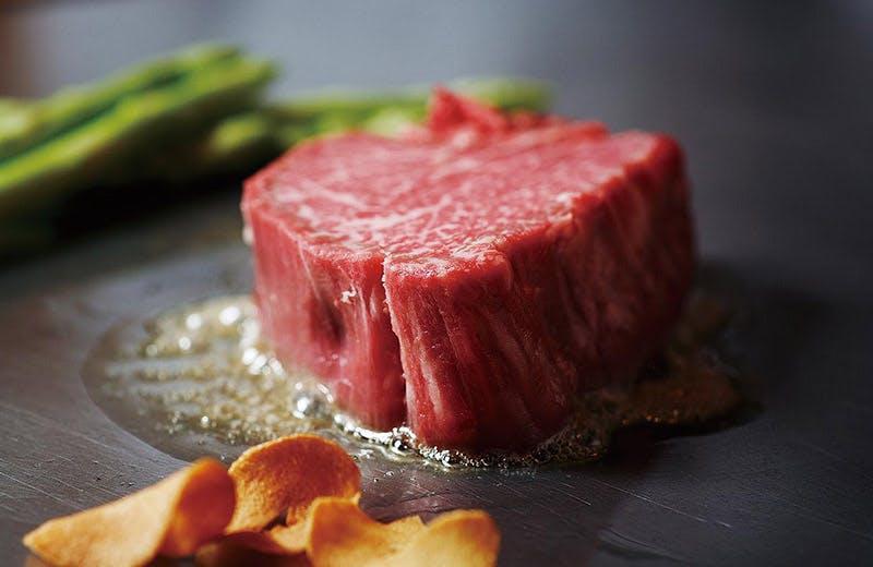 ホテル最上階の眺望と共に極上のお肉を堪能!