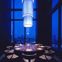 高さ8メートルの窓からは東京湾のパノラマビューがお楽しみいただけます