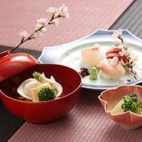 新鮮な食材に艶やかなご飯と鰹の香りで、和食の喜びを感じる