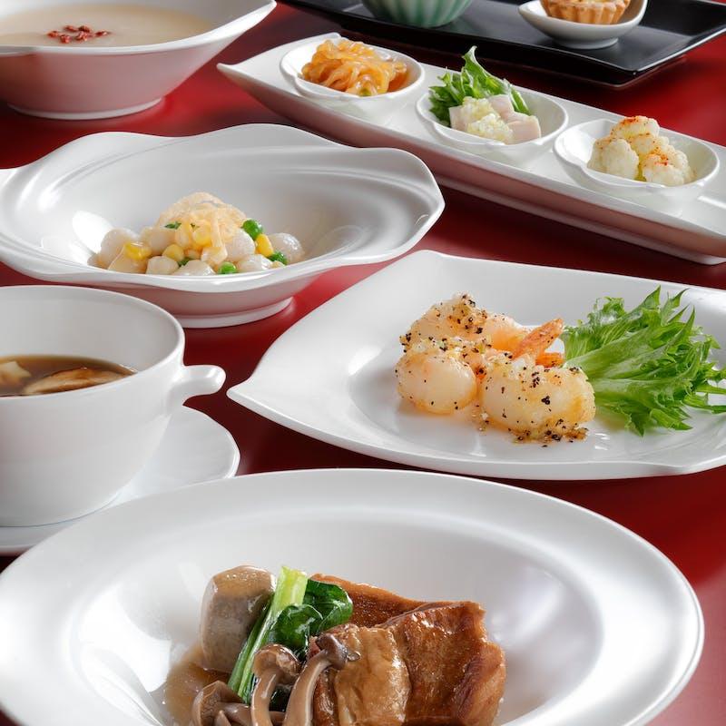 【春菜ランチ】冷菜三種、人気の中華粥など全8品