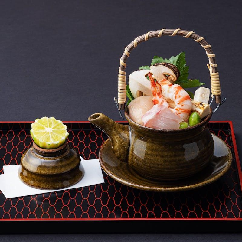 【松茸と和牛会席】松茸の土瓶蒸し、松茸と京都産黒毛和牛のすき焼き、松茸ご飯など全8品+1ドリンク