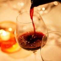ソムリエが丹念に温度管理するワインは、最適な飲み頃にて常時200種類以上をご用意