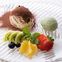 季節のフルーツを使用したパテシエ特性自家製ケーキ