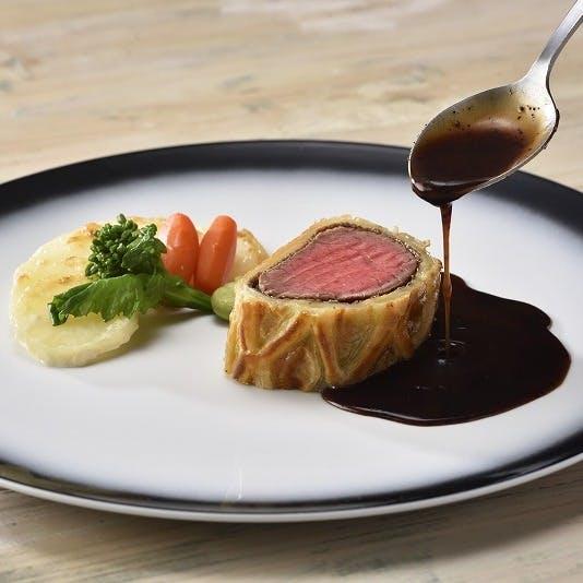【メインディッシュアップグレード】国産牛フィレ肉のウェリントン トリュフのソース