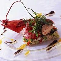 鮮度の高い魚料理とワインが評判