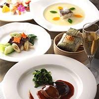 白磁の皿に映える伝統の品々。悠久の歴史が育む、モダンチャイニーズ