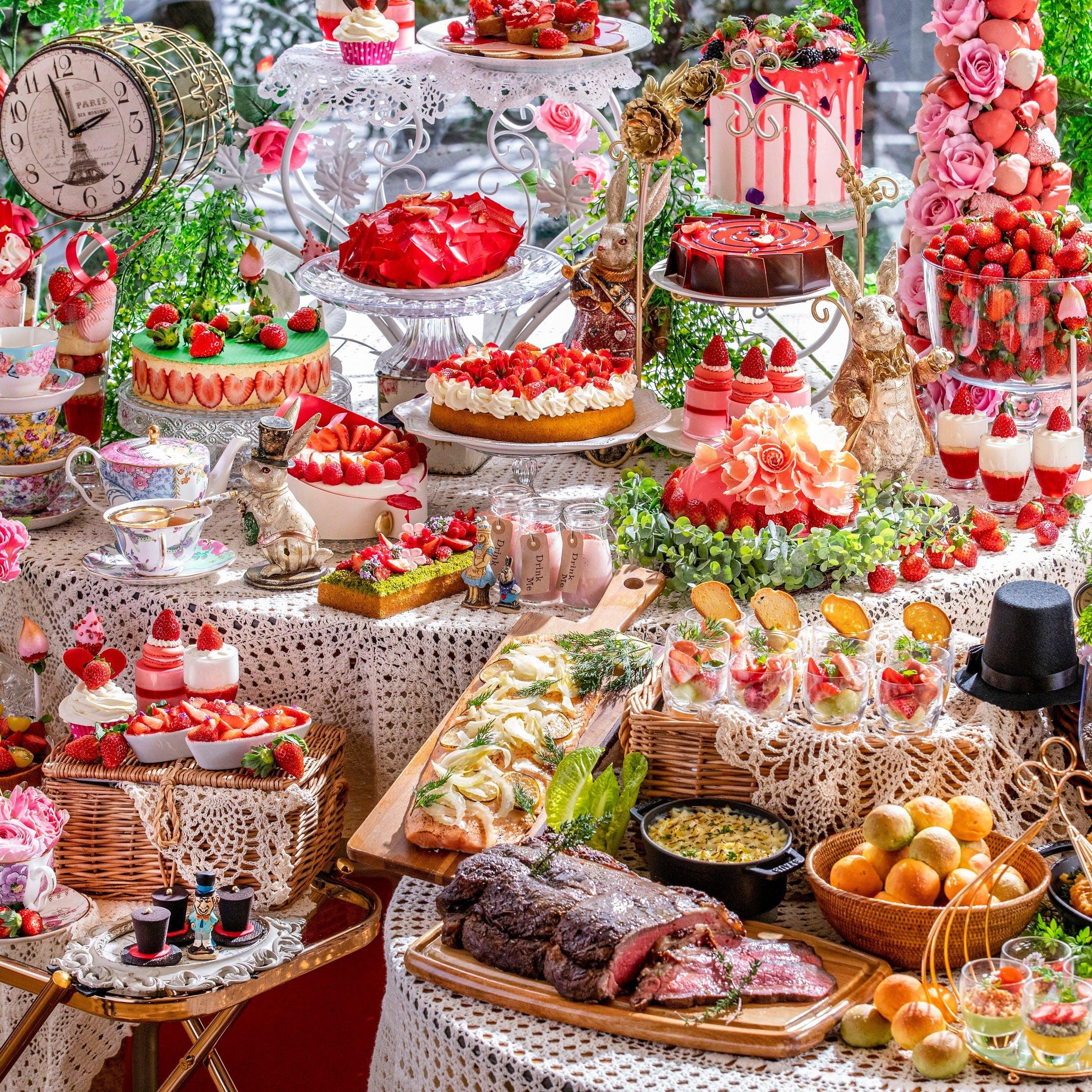 圧倒的な世界観の中、極上のデザートを楽しめるビュッフェ