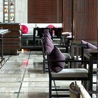 洗練された空間で本格的な広東料理を美しいプレゼンテーションで