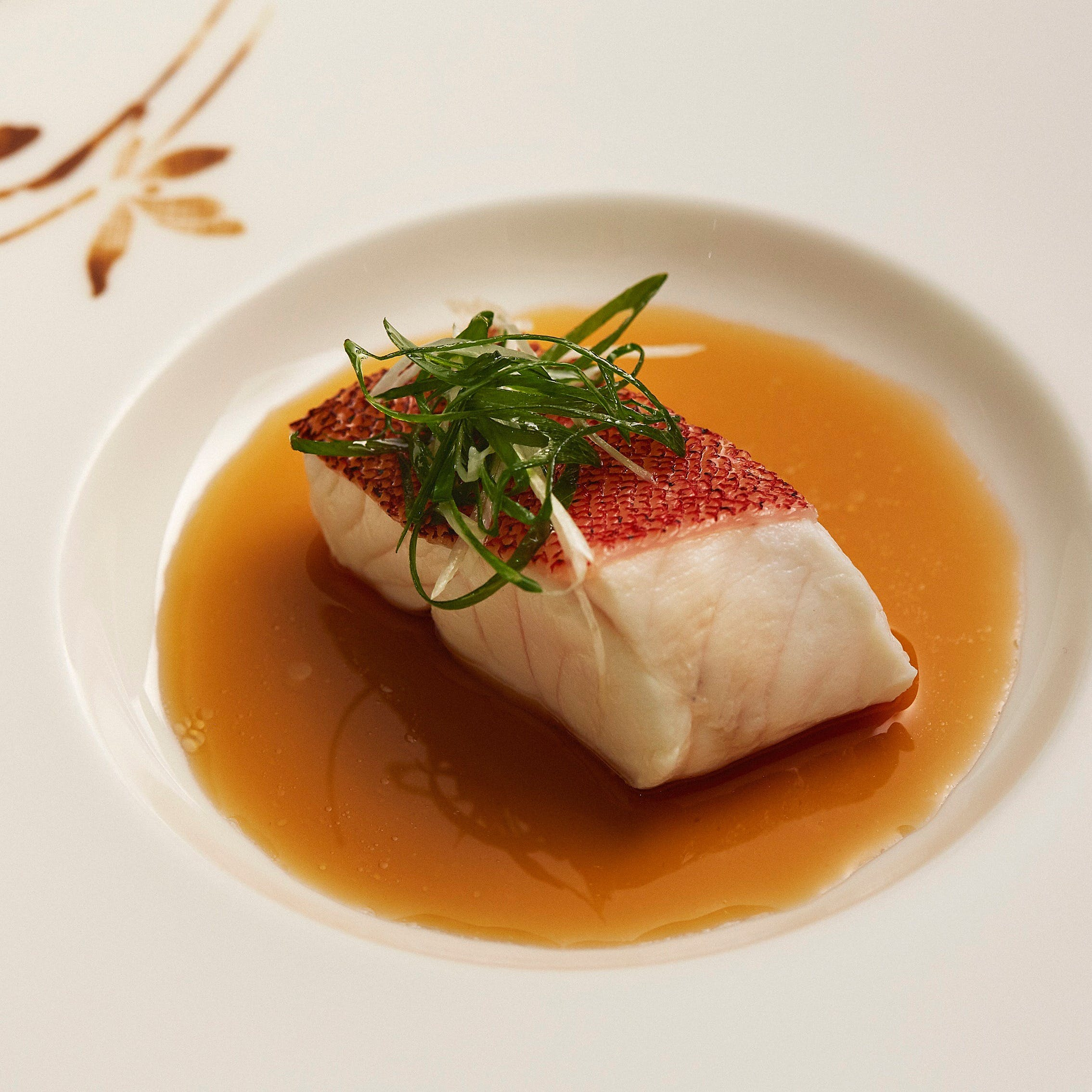 料理長厳選の高級海鮮、新鮮な中国野菜を使用した本格広東料理