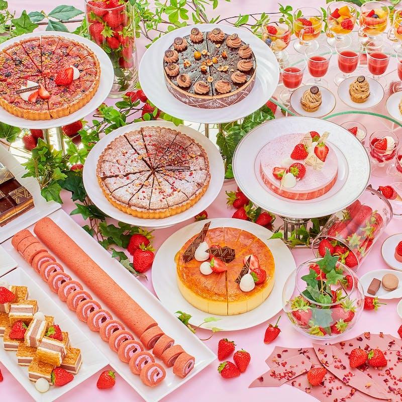 【苺スイーツバイキング】真っ赤に熟した苺をケーキやムース、マカロン、タルトなど