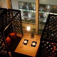 7mと天井が高く、一面のガラス張りの開放感あふれるスタイリッシュな空間