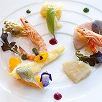 都会のパノラマビューを堪能しながら、感性豊かなフランス料理の世界を
