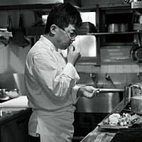 老舗レストランの誇りとして、素材の顔を感じ、独創的かつ優しい美食を提供し続けます。
