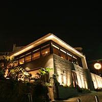 神戸の高台から夜景を眺めながら、異次元の空間へ誘います。