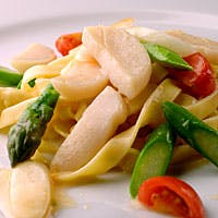 上品でシックな大人の雰囲気の中、イタリアワインとお料理のマリアージュをご堪能下さい。