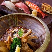 九州産の活魚や洗練された「和」の創作料理が、ワイン・地酒と一緒に楽しめる