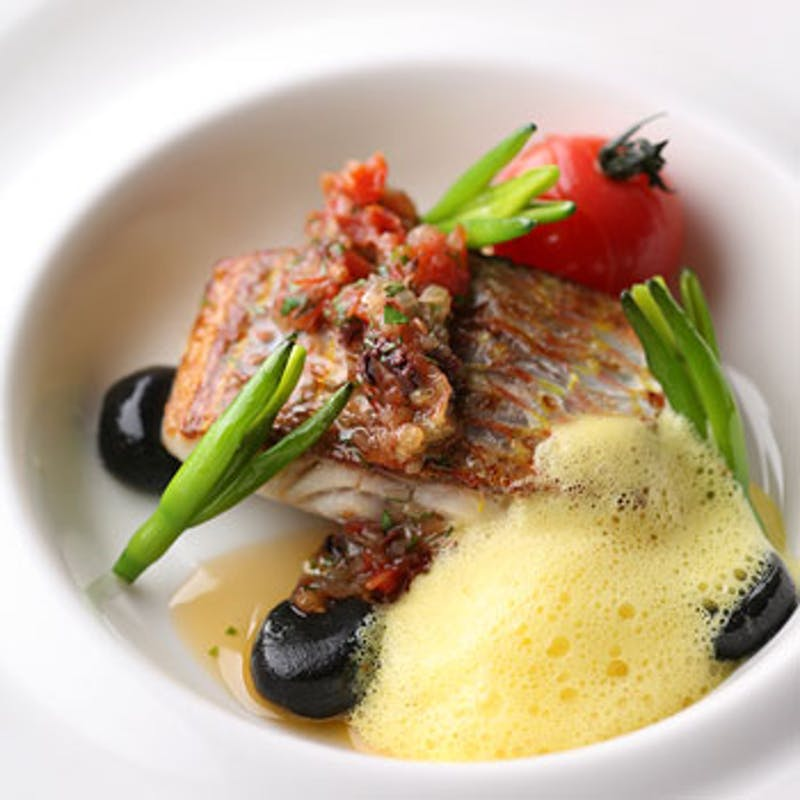 【Chicシック】オードブル、お魚&お肉料理のWメインなど、シェフこだわり食材の特別フルコースランチ
