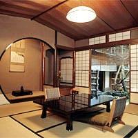 京都の町中とは思えない静けさをたたえる数奇屋造りの名旅館