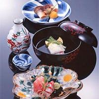京料理の粋を集め、茶道の懐石料理にならう絶品です