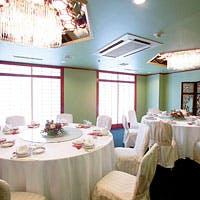 レストランスペースで旬の食材を愉しむ、個室で中華四川料理のフルコースを堪能する。