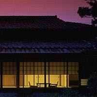 東山山麓を借景に近代数奇屋造りと日本庭園が織りなす精華きわまる美景