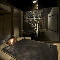 窓一面に広がる古都・京都らしい四季の移ろい