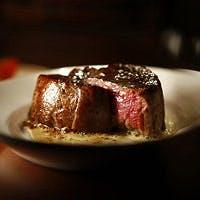 さまざまなスタイルでお楽しみいただけるステーキは、専門店ならではのシェフの技