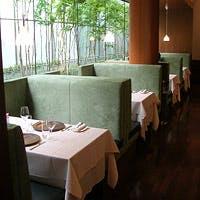 北欧モダンデザインの家具を贅沢に配した洗練と温もりが同居するスタイリッシュ空間