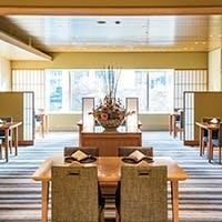 洗練されたサービスとともに会席料理を楽しむくつろぎ空間