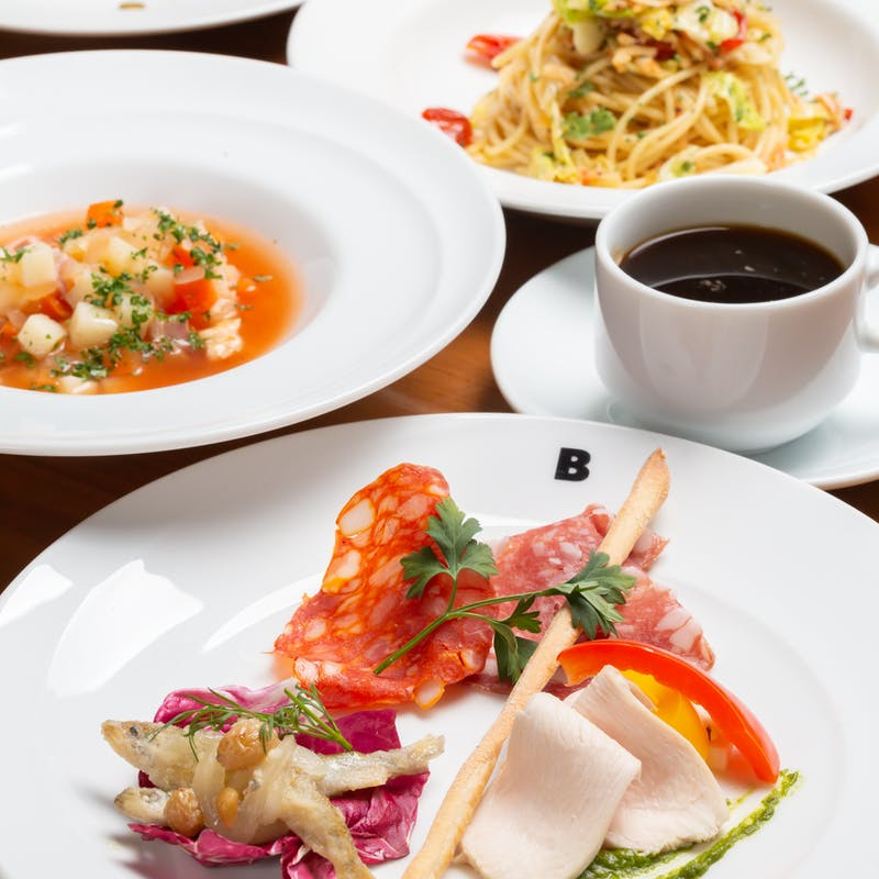【ランチ女子会プラン】前菜3種、料理長おまかせパスタとリゾット、自家製デザート盛りなど全5品