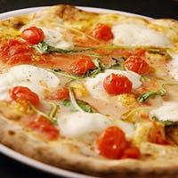 本格的なナポリスタイルのピッツァを提供
