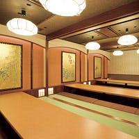 風格ある数寄屋門をくぐると、そこには京町家風情の和の空間