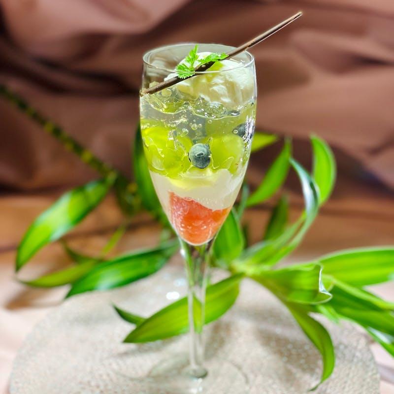 前菜・ピッツァorパスタにメインディッシュの全4品+乾杯スプマンテ+ドルチェを季節のパフェにupgrade
