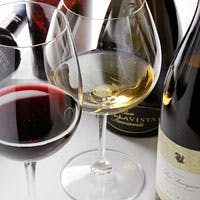 100種ほどのイタリアワインを取り揃えております、お気軽にご相談下さい