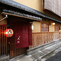 祇園町に佇む数奇屋造りの一軒家、街中の喧騒を逃れ心ゆくまで京都を堪能できる空間
