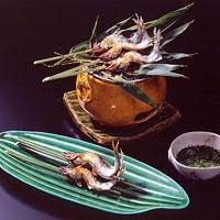 創業290余年、旬の食材をふんだんに使い、伝承の川魚料理を加えた伝統京懐石を