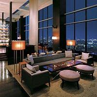 スタイリッシュな空間で絶景を望みながら贅沢な時間をお過ごしください