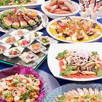 ティータイムから、バイキング・アラカルト料理と多彩なメニューを提供