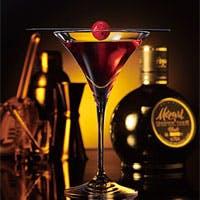 厳選された世界の銘酒、バーテンダーこだわりのカクテル、グラスに浮かぶ夜景