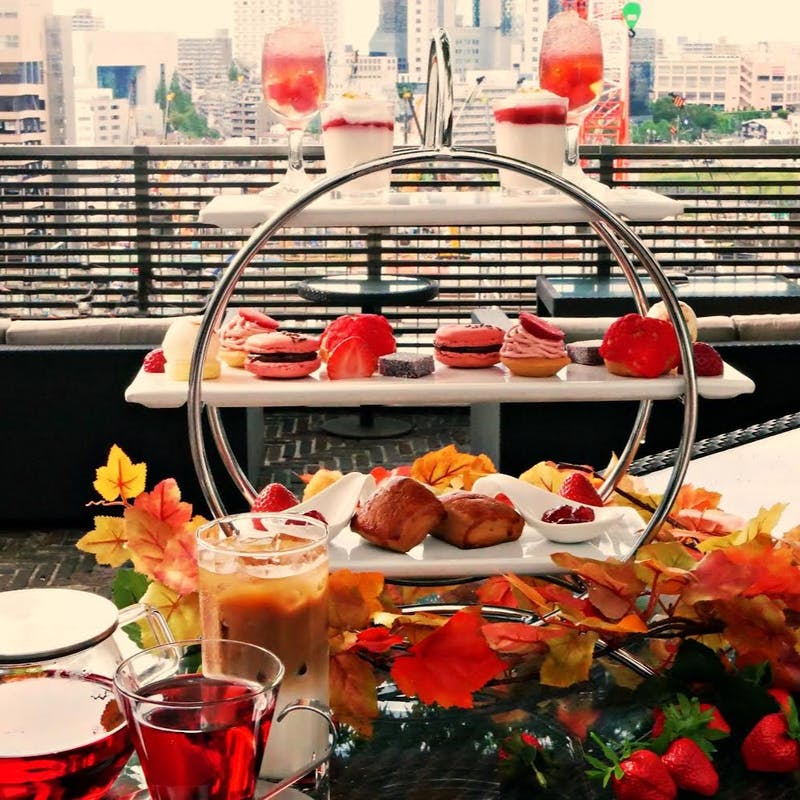 <BAR>【苺と季節を満喫】魅惑のストロベリーハイティーセット+モクテル飲み放題