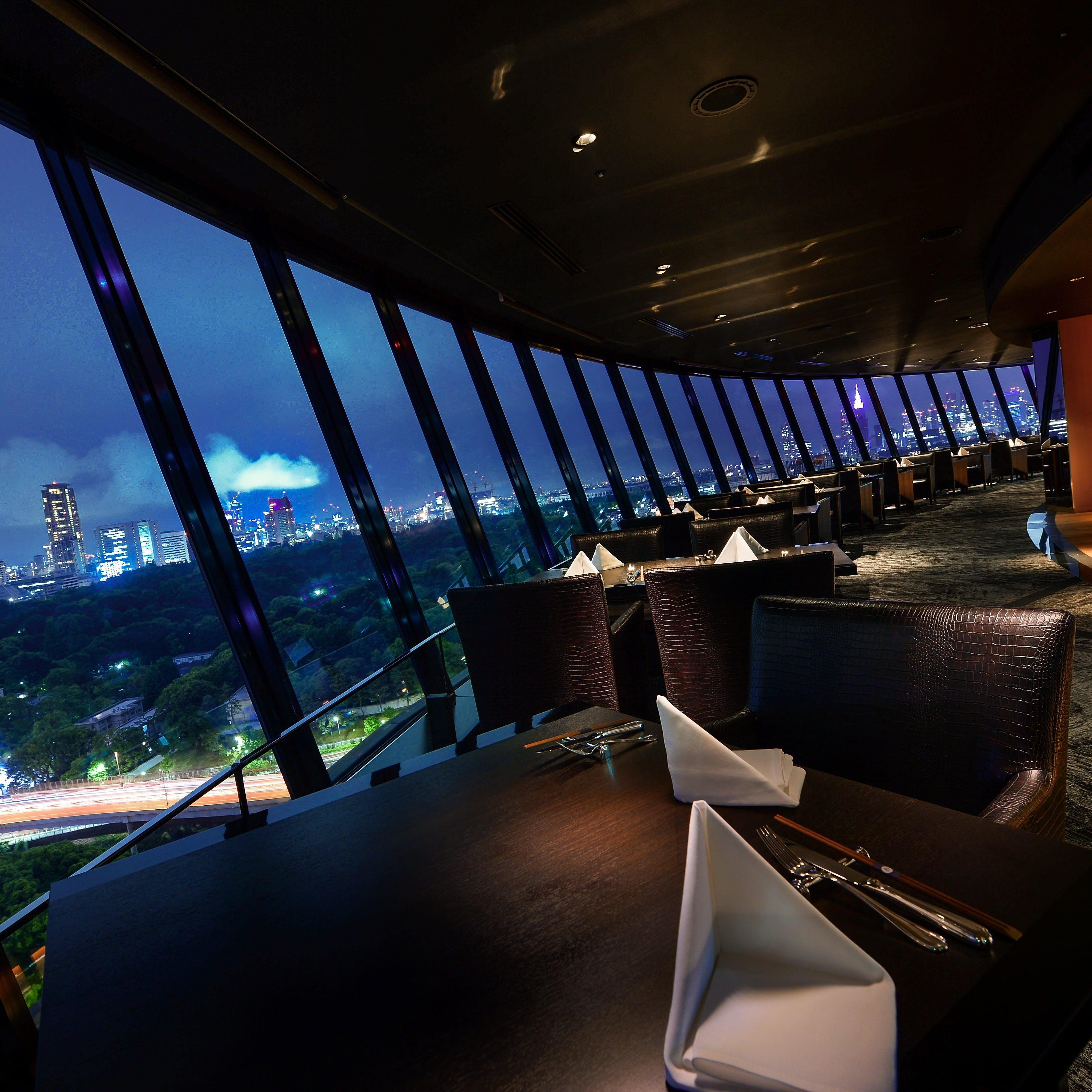 360度東京の景色を望む、洗練された大人の雰囲気溢れる空間