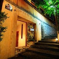 路地裏に佇む一軒家の隠れ家ラウンジで過ごす、神楽坂の大人の粋な夜