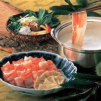 彩り鮮やかに旬な素材を盛り付けた料理長の逸品料理の数々